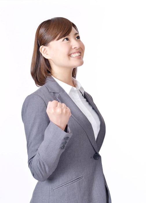 フリー写真 拳を握ってやる気に満ちる女性社員