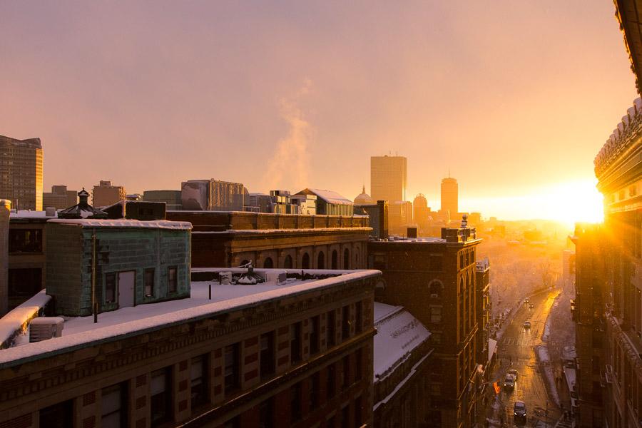 フリー写真 朝日の昇るボストンの街の風景