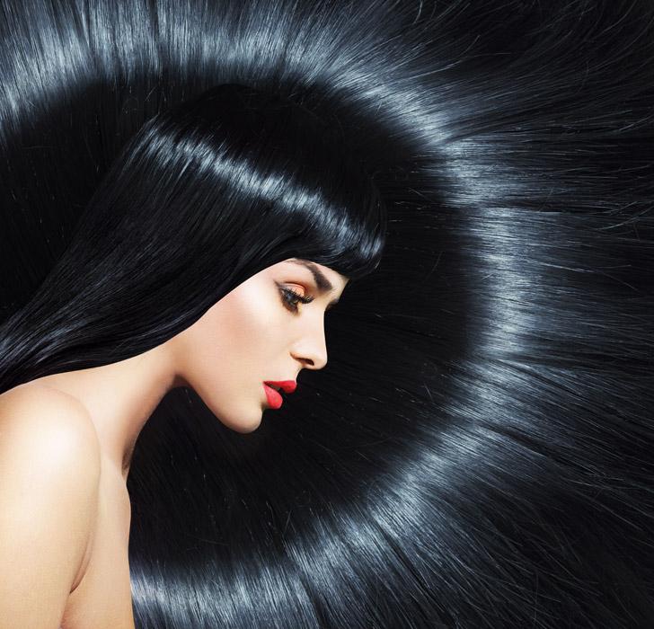 フリー写真 黒い髪の毛を広げた外国人女性
