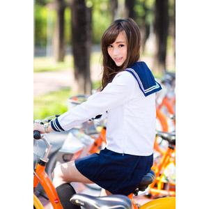 フリー写真, 人物, 少女, アジアの少女, 中国人, 女性(00160), 学生(生徒), 学生服, 高校生, セーラー服(学生服), 人と乗り物, 自転車