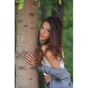 フリー写真, 人物, 女性, 外国人女性, イタリア人, 女性(00162), 樹木