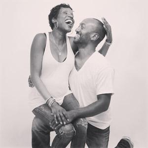 フリー写真, 人物, カップル, 恋人, 夫婦, 笑う(笑顔), 二人, モノクロ