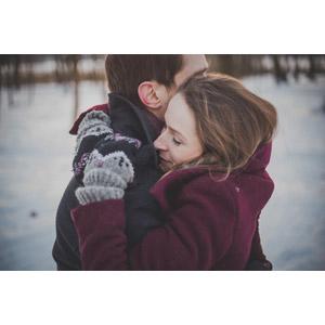 フリー写真, 人物, カップル, 恋人, ポーランド人, 抱き合う, 冬