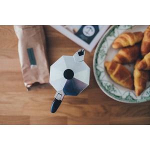 フリー写真, 調理器具, エスプレッソメーカー, 食べ物(食料), パン, クロワッサン