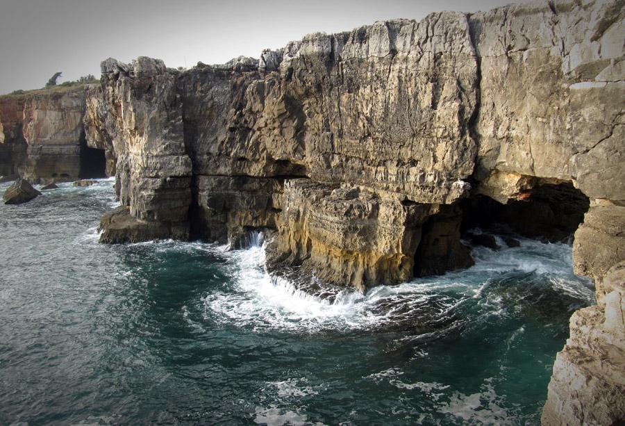 フリー写真 ポルトガルの崖と海の風景