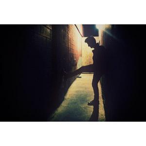 フリー写真, 人物, 男性, 人と風景, シルエット(人物), 夜, 路地裏