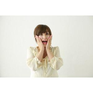 フリー写真, 人物, 女性, アジア人女性, 女性(00095), 日本人, 驚く, 頬に手を当てる, 口を開ける