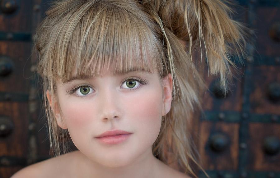 フリー写真 外国の女の子の顔のアップ