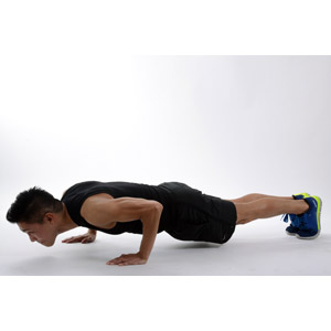 フリー写真, 人物, 男性, アジア人男性, 運動, フィジカルトレーニング, 筋トレ, 腕立て伏せ, 白背景