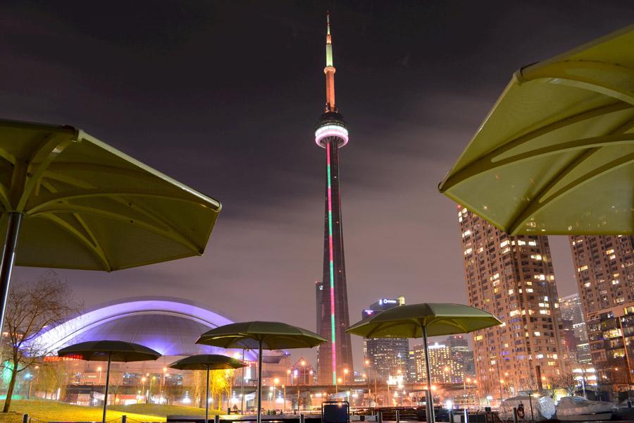 フリー写真 ライトアップされたCNタワー