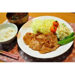 フリー写真, 食べ物(食料), 料理, 肉料理, 日本料理, 生姜焼き, 御飯(ご飯), 味噌汁(みそ汁), サラダ
