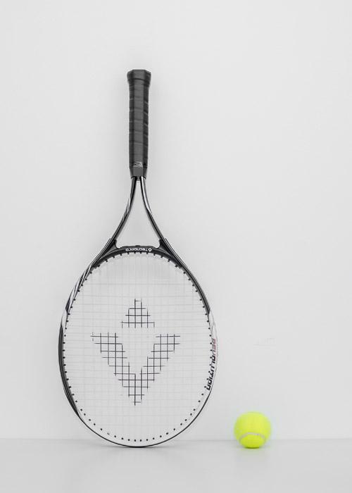 フリー写真 テニスのラケットとボール