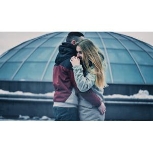 フリー写真, 人物, カップル, 恋人, 愛(ラブ), 抱き合う, ウクライナ人, 二人