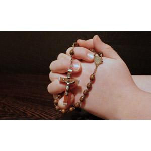 フリー写真, 人体, 手, ロザリオ, 祈る(祈り), キリスト教