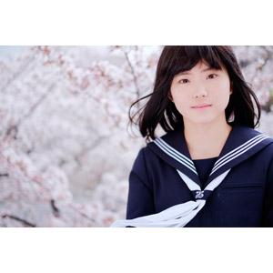 フリー写真, 人物, 少女, アジアの少女, 日本人, 少女(00048), 学生(生徒), 高校生, セーラー服(学生服), 桜(サクラ), 春, 人と花