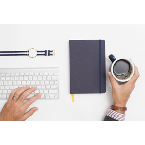 フリー写真, 人体, 手, 仕事, ビジネス, キーボード(PC), 腕時計, 手帳, 飲み物(飲料), コーヒー(珈琲), デスクワーク