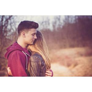 フリー写真, 人物, カップル, 恋人, 愛(ラブ), 抱き合う, ルーマニア人, 二人