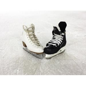 フリー写真, スポーツ, ウィンタースポーツ, アイススケート, フィギュアスケート, アイスホッケー, スケート靴, スケートリンク, 氷, 靴(シューズ)
