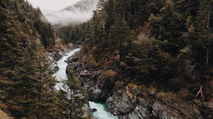 フリー写真 霧のかかるアメリカの渓谷の風景
