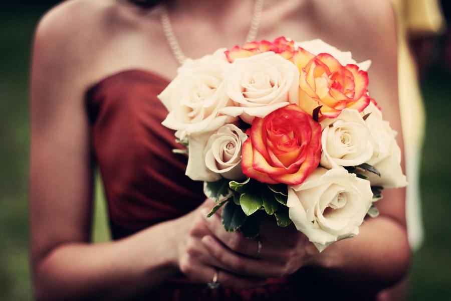 フリー写真 花嫁が持っているブーケ