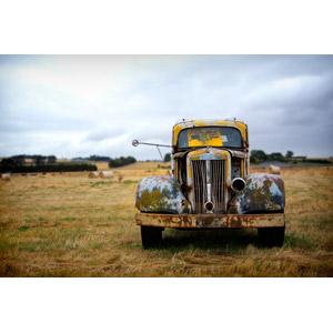 フリー写真, 風景, 乗り物, 自動車, 廃車(放置自動車), 牧草地, オーストラリアの風景