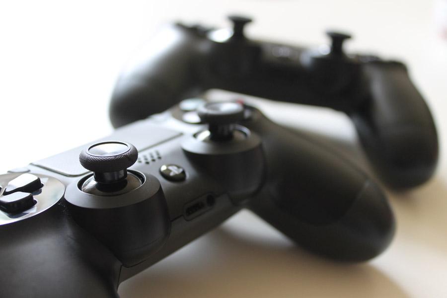 フリー写真 PS4のコントローラー