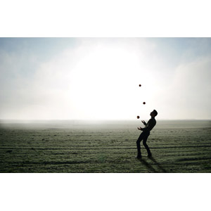フリー写真, 人と風景, 牧草地, 霧(霞), 男性, シルエット(人物), ジャグリング