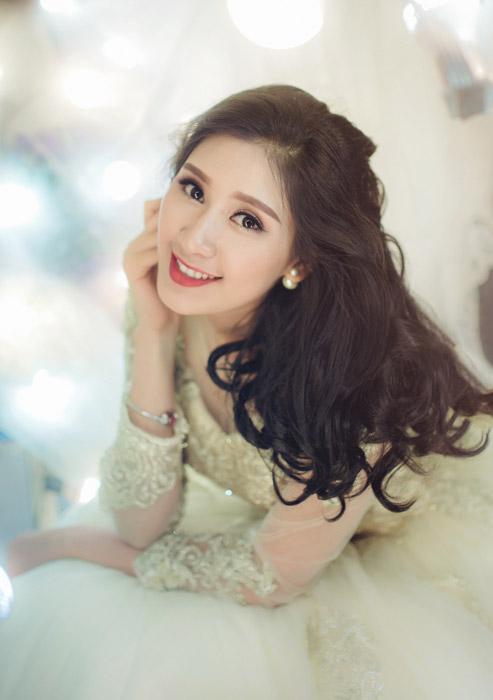 フリー写真 ドレス姿のベトナム人女性