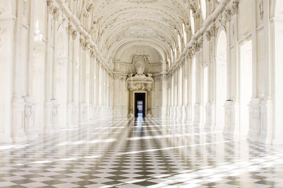 フリー写真 ヴェナリア宮殿の大回廊の風景