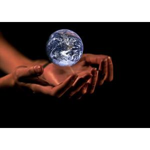 フリー写真, フォトレタッチ, 人体, 手, 地球, エコロジー, 黒背景
