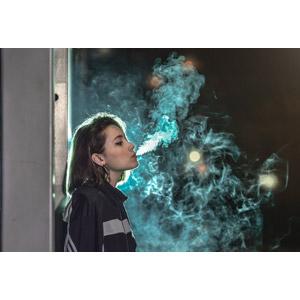 フリー写真, 人物, 女性, 外国人女性, 煙草(タバコ), 煙(スモーク), 夜, 横顔