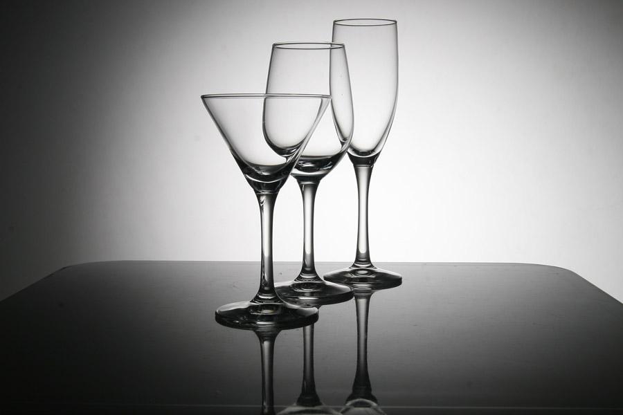フリー写真 形の違う三つのグラス