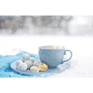 フリー写真, 雪, 冬, 食べ物(食料), 菓子, 洋菓子, ドーナツ, マシュマロ, コーヒーカップ