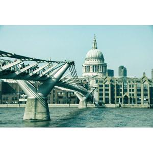 フリー写真, 風景, 建造物, 建築物, 橋, 河川, テムズ川, ロンドン・ミレニアム・フットブリッジ, 教会(聖堂), セント・ポール大聖堂, イギリスの風景, ロンドン