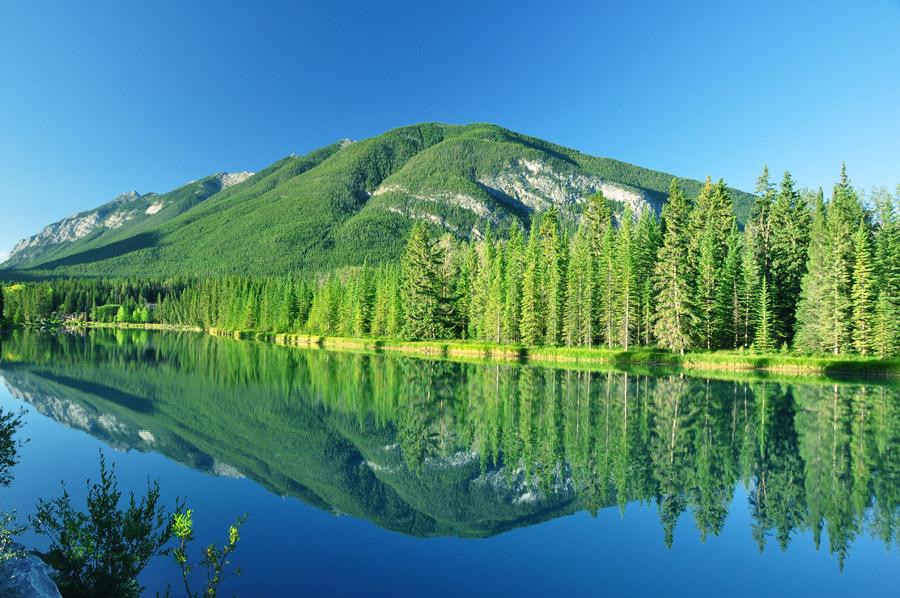 フリー写真 バンフ国立公園の山と湖の風景