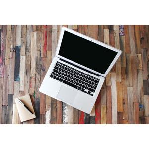 フリー写真, 家電機器, パソコン(PC), ノートパソコン, メモ帳, ボールペン