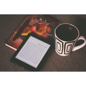 フリー写真, 家電機器, 電子ブックリーダー, 電子書籍, コーヒー(珈琲), マグカップ, 日記帳, 眼鏡(メガネ), ボールペン