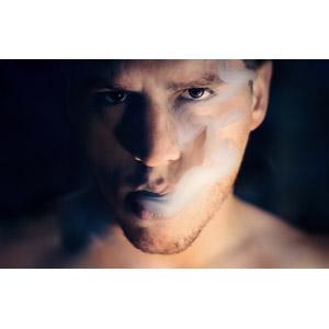フリー写真, 人物, 男性, 外国人男性, 顔, 煙草(タバコ), 煙(スモーク), 黒背景