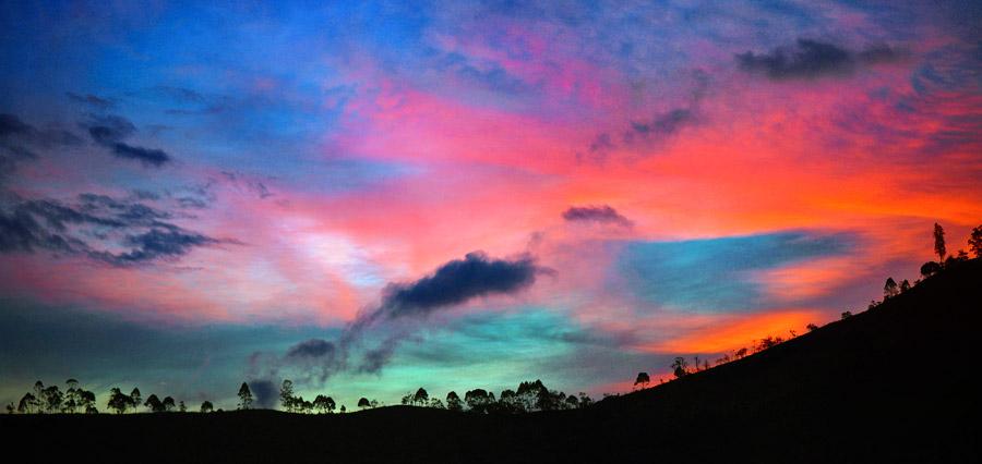 フリー写真 夕空と丘の風景