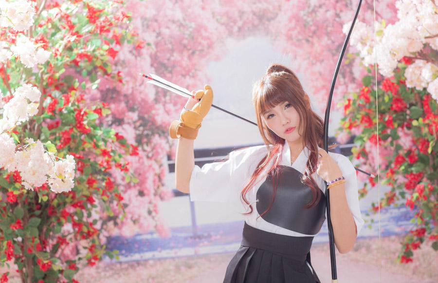 フリー写真 弓道衣姿の女性ポートレイト