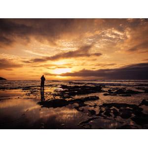 フリー写真, 人と風景, 海岸, 夕暮れ(夕方), 夕焼け, 夕日, 魚釣り(フィッシング), 釣り人, シルエット(人物)