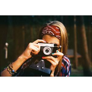 フリー写真, 人物, 女性, 外国人女性, カメラ, トイカメラ, 写真撮影, バンダナ
