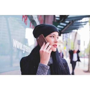 フリー写真, 人物, 女性, 外国人女性, オーストラリア人, ニット帽, スマートフォン(スマホ), 携帯電話, 通話