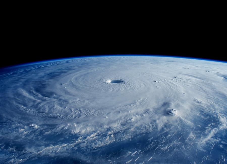 フリー写真 宇宙から見る超巨大台風「メイサーク」