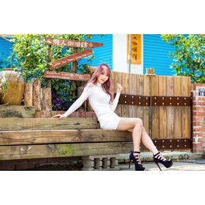 フリー写真, 人物, 女性, アジア人女性, 女性(00173), 座る(ベンチ)