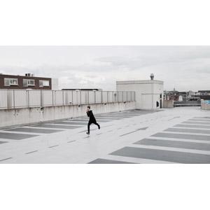 フリー写真, 人物, 男性, 外国人男性, 走る, 駐車場
