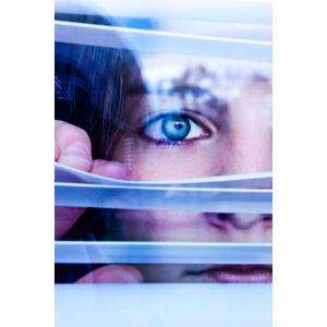 フリー写真, 人物, 女性, 外国人女性, 覗く, ブラインド, 顔, 目(眼)