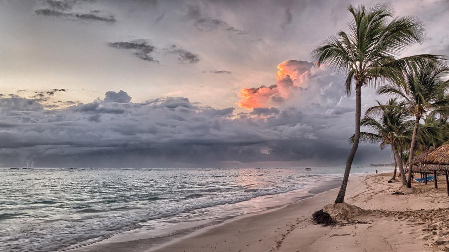 フリー写真 ドミニカの海とビーチの風景
