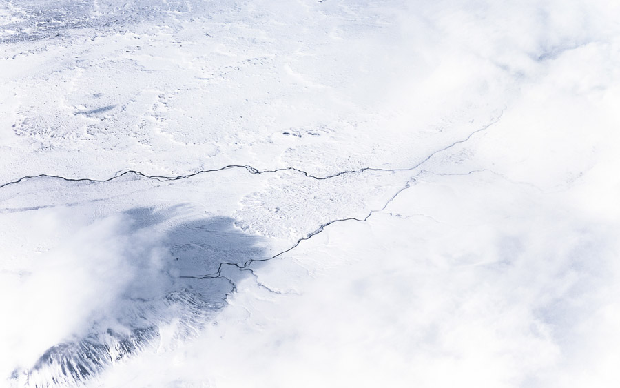 フリー写真 アイスランドの雪に覆われた大地