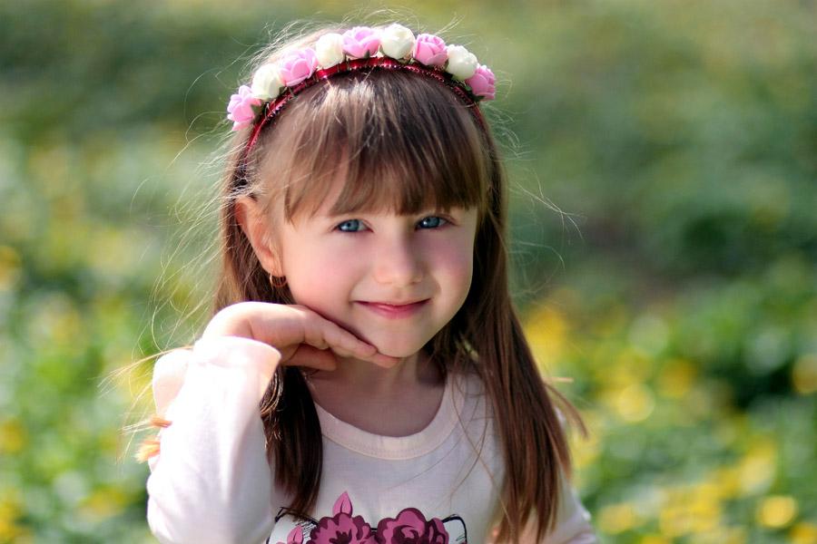 フリー写真 ポーズをとるルーマニアの女の子